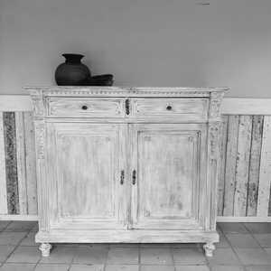 Antieke kast in Wit