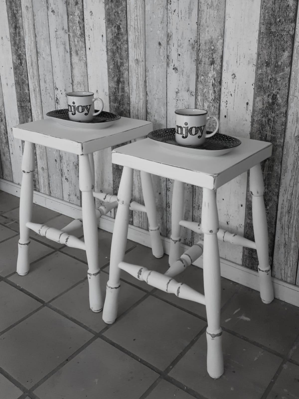 antieke-stoeltjes-wit
