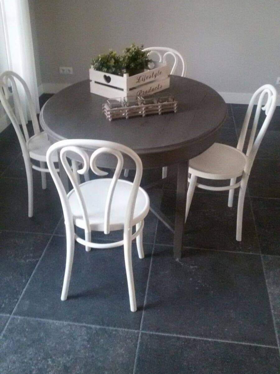 ronde-tafel-stoelen