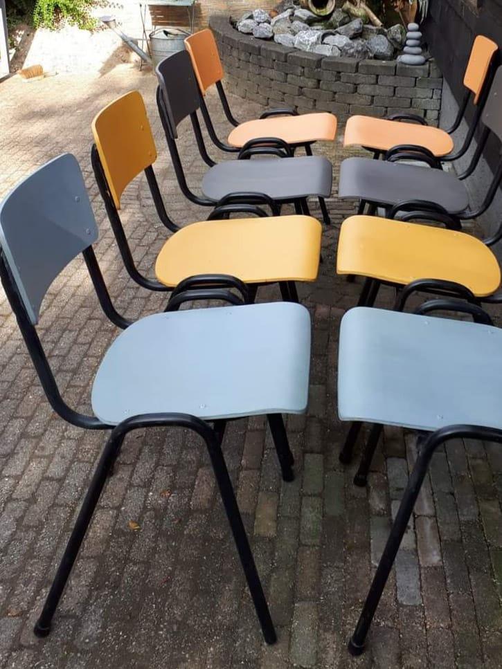 stoelen-verschillende-kleuren
