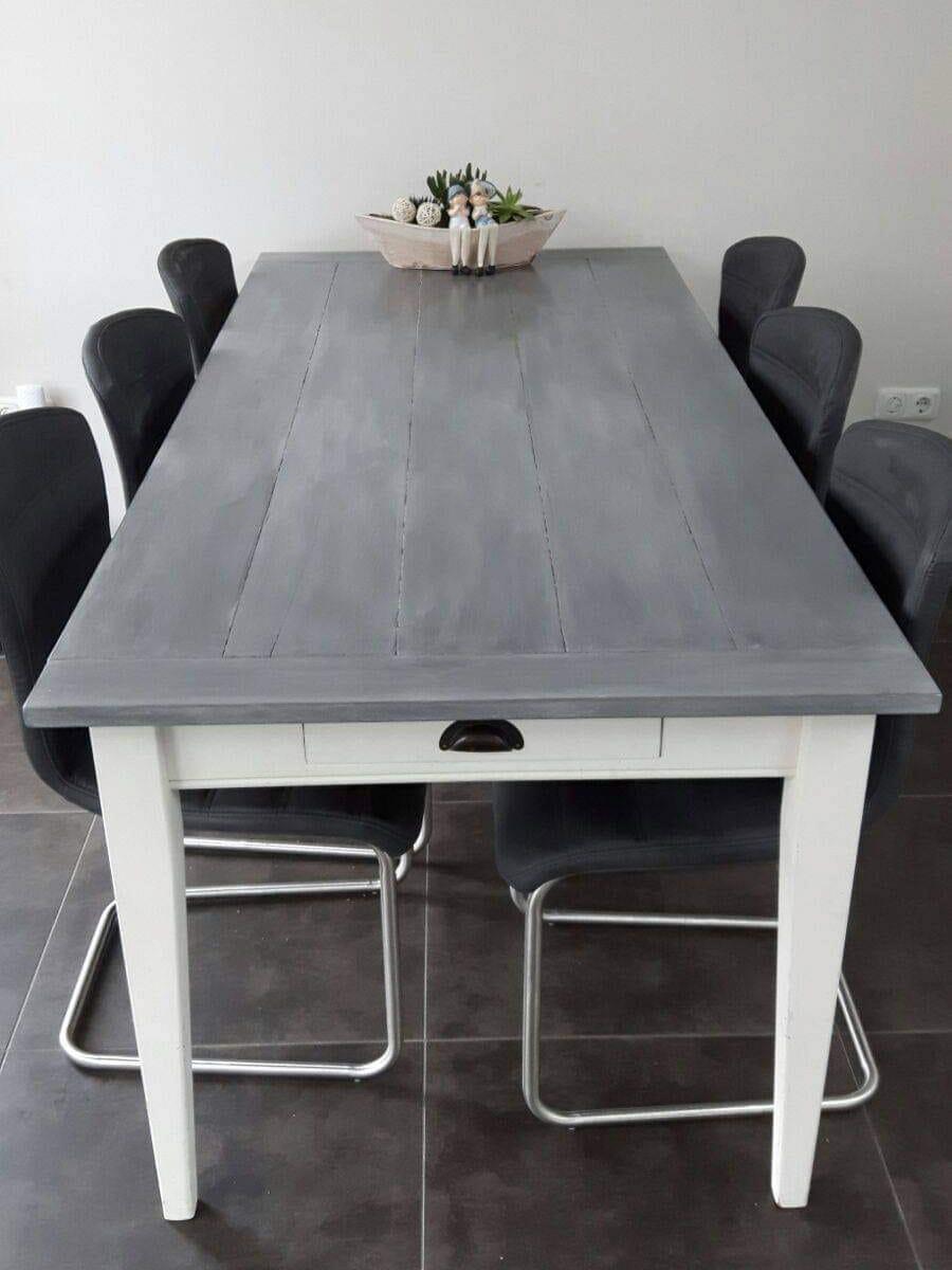 tafel-stoelen-grijs